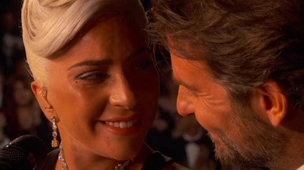 Bradley Cooper y Lady Gaga cantando Shallow en los Oscar