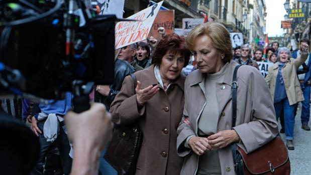 Ane Gabarain (Miren) y Elena Irureta (Bittori), en una manifestación etarra en San Sebastián