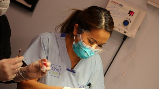 La doctora Sandra Lee, durante una de sus intervenciones