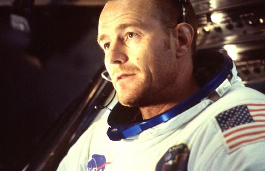 Bryan Cranston en De la Tierra a la Luna