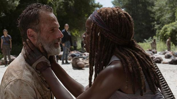 Rick Grimes y Michonne en la última temporada de la serie «The Walking Dead»