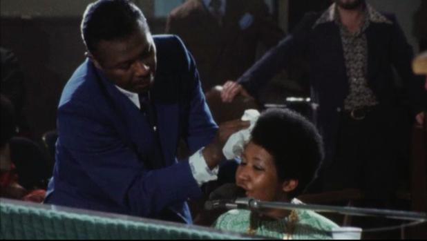 Escena del documental Amazing Grace, con Aretha Franklin