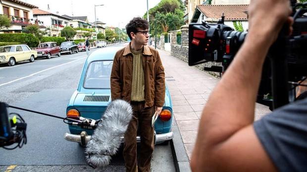 Àlex Monner en el rodaje de «La línea invisible»