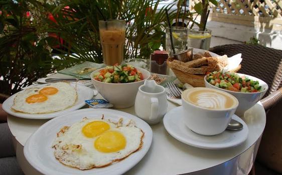 El desayuno, que no la cena, debería ser la comida más copiosa del día