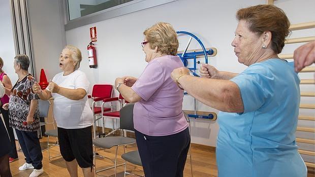tabla de gimnasia para mayores de 65 anos