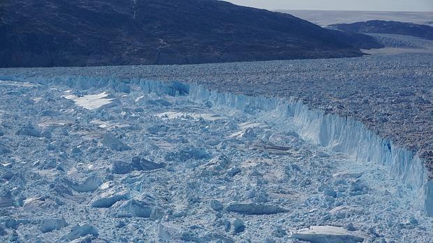 Acantilado de hielo en el término del glaciar Helheim