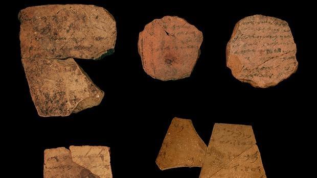 Ostraca, inscripción en cerámica que se ha descubierto y que data