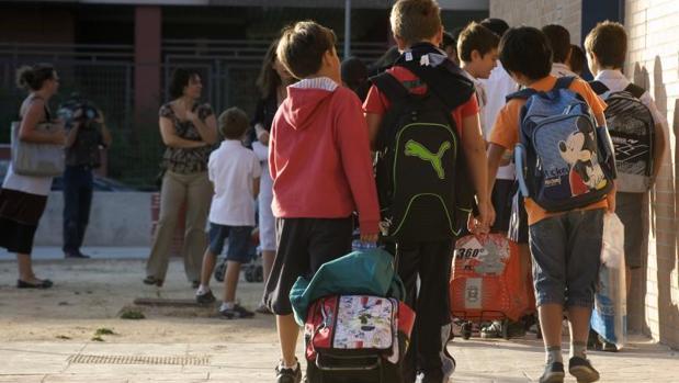 Los alumnos cántabros tendrán vacaciones cada dos meses