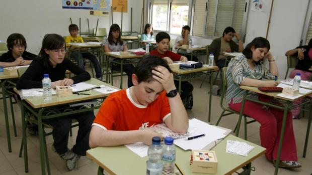Nuestros alumnos tienen solo dos minutos menos a la semana de clases de matemáticas que el promedio de la OCDE