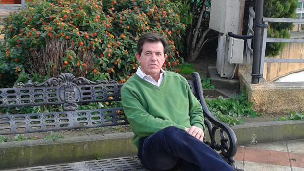 El doctor Daniel Serrano Collantes, autor de «16 ideas para vivir de forma plena»