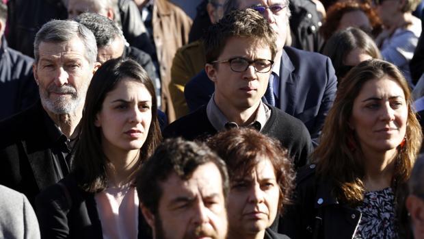 A la izquierda de la imagen, el miembro del Consejo Ciudadano de Podemos y exJemad, Julio Rodríguez, junto a otros dirigentes del grupo como Rita Maestre e Íñigo Errejón