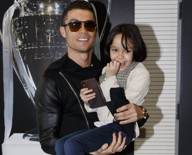 Cristiano Ronaldo con la pequeña Carla