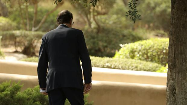 Mariano Rajoy, aquejado de su lumbalgia, al mediodía de este lunes en Marivent