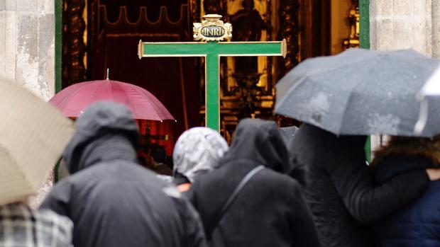 La lluvia que ha comenzado a caer esta tarde en Valladolid ha obligado a suspender la Procesión General del Viernes Santo