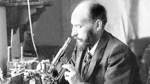 A comienzos de 1920, Ramón y Cajal trabaja en su laboratorio