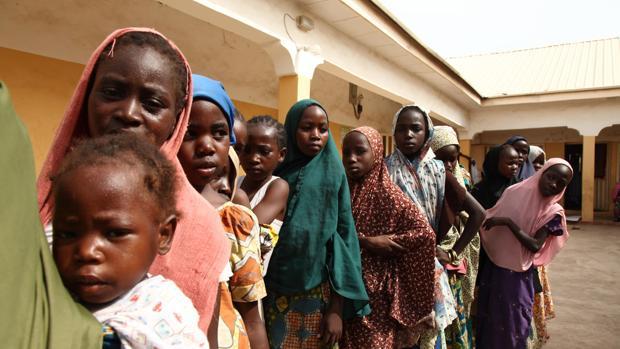 Imagen de archivo de varias mujeres y niñas en Nigeria