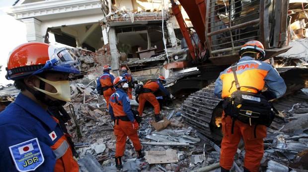 Indonesia vuelve a sufrir la maldición de hallarse sobre el «Anillo de Fuego»