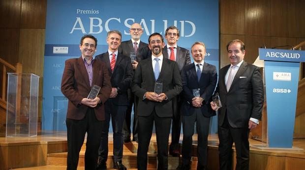 Foto de familia de los galardonados en la octava edición de los Premios ABC Salud