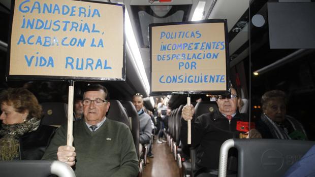 Vecinos de Zamora en el autobús que viajaron para manifestarse en Madrid