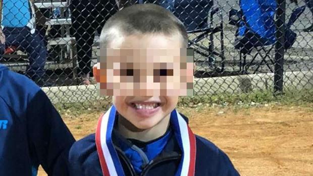El pequeño Brantley Chandler colapsó en el campo de béisbol