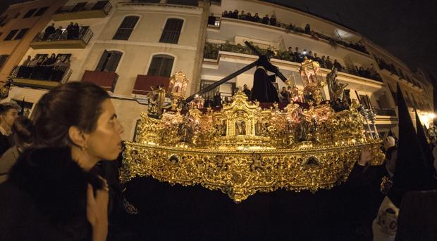 Madrugada de Sevilla. Hermandad de Los Gitanos