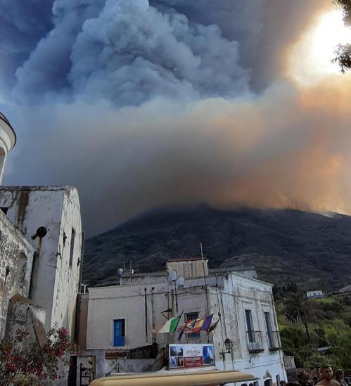 La explosión del volcán italiano Estrómboli causa un muerto y dos heridos