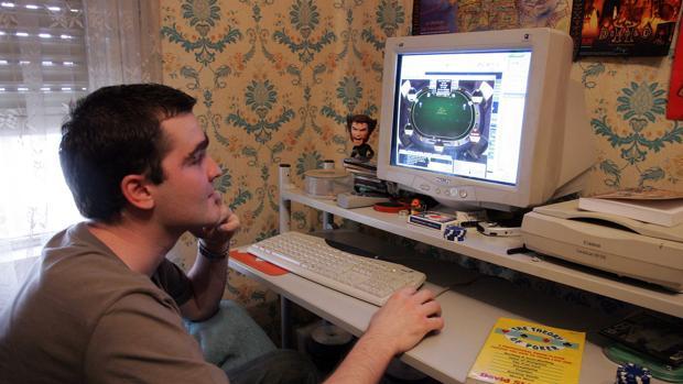 Los jóvenes cada vez se enganchan más al juego por internet