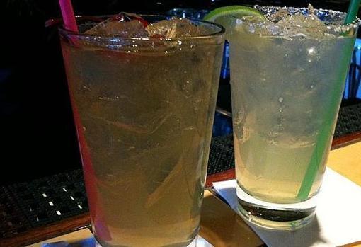 Combinar alcohol y bebidas energéticas tiene efectos «similares» a los de la cocaína, según un estudio de un profesor de la Universidad de Indiana, Estados Unidos