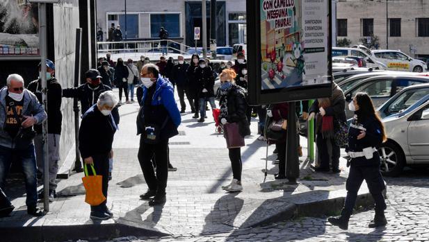 Graves tensiones en el sur de Italia: primeros saqueos en supermercados y llamadas a la rebelión