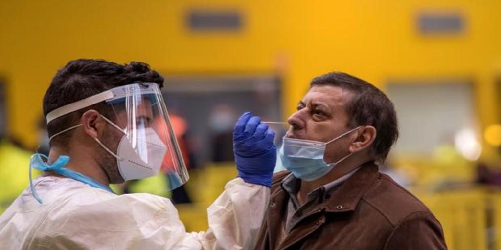 Las comunidades enfilan la tercera ola de la pandemia