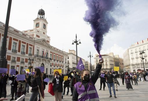 Momento del 'paseo feminista' tras el manifiesto