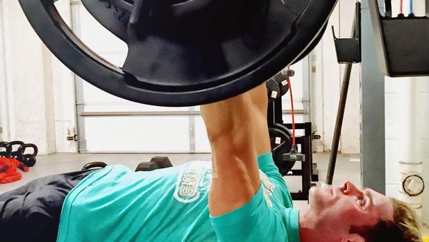 El actor Zac Efron en una de sus rutinas