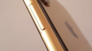 Un IPhone X bañado en oro de 18 quilates