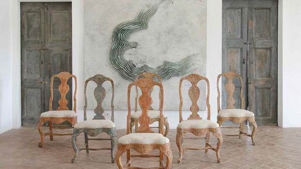 Obra de Guillem Nadal 200 x 190 cm y set de sillas suecas del siglo XXVIII