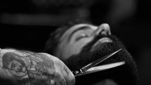 Cinco tratamientos que puedes hacerte en una barbería
