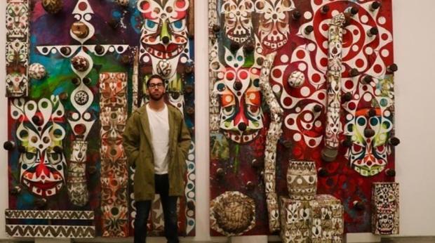 Sergio Ramos posa junto a su obra