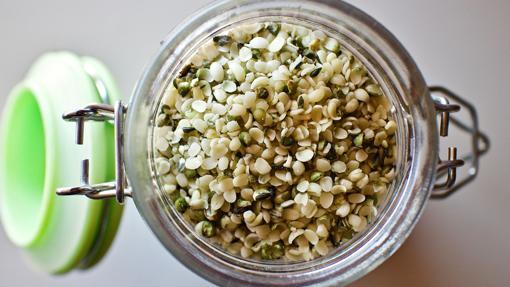 Las semillas de cáñamo contienen proteínas completas y ácidos grasos omega-3 y 6