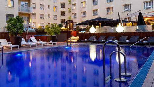 Piscina de la terraza del Hotel Wellington