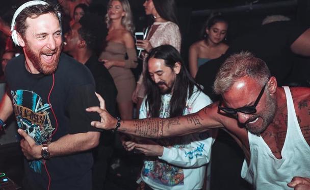 En la imagen, pinchado junto a David Guetta y Steve Aoki