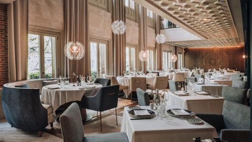 The LUX Restaurant room