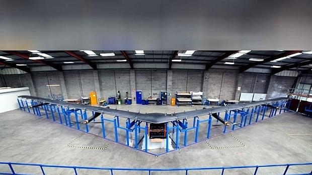 Detalle del prototipo de Aquila, el dron de Facebook para llevar internet