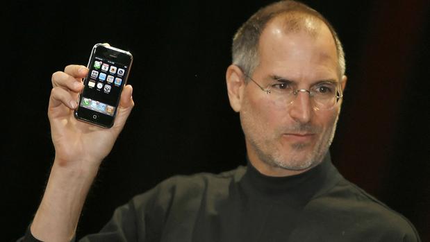 Steve Jobs, en 2007, cuando presentó el primer iPhone