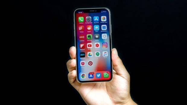 El iPhone X podría ser el último con pantalla «ajena» a Apple