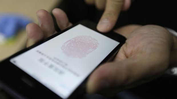 Trucos para proteger la contraseña de tu «smartphone» y que no te roben los datos