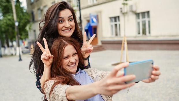 ¿Abusas de los «selfies»? Corres el riesgo de que te perciban como un perdedor