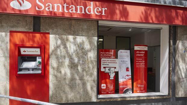 La Guardia Civil alerta sobre una estafa en la que los delincuentes suplantan al Banco Santander