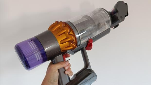 Dos semanas con el Dyson V15 Detect: el aspirador con láser incorporado para detectar suciedad invisible