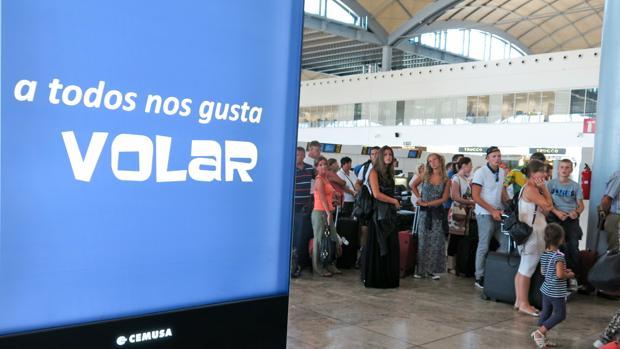 Pasajeros en el Aeropuerto de Alicante
