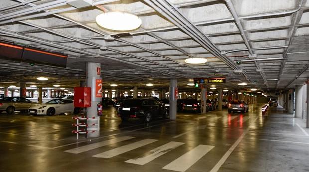 Planificar antes de volar, una buena opción para ahorrar si aparcamos nuestro coche en el aeropuerto