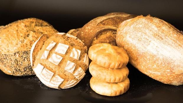 Fotografía facilitada por el restaurante Cenador de Amós, con dos estrellas Michelin en Cantabria, que cuenta con su propia panadería y un bufet de panes para acompañar sus distintos platos.
